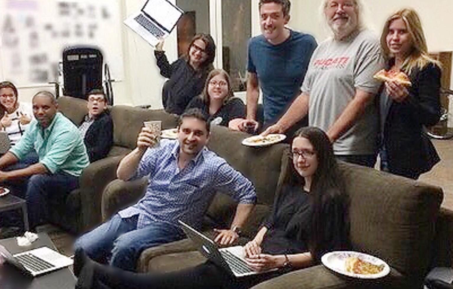 L to R: @Tay2theLO, @BrandonBSonnier, @schecpiece, @hlb323 (holding laptop), @BrandonMargolis (holding cup), Sam C (gal next to helen), @JonBokenkamp, @nicoledphillips (seated w laptop), @Daniel_Knauf, @AlbaMezzoGiorno